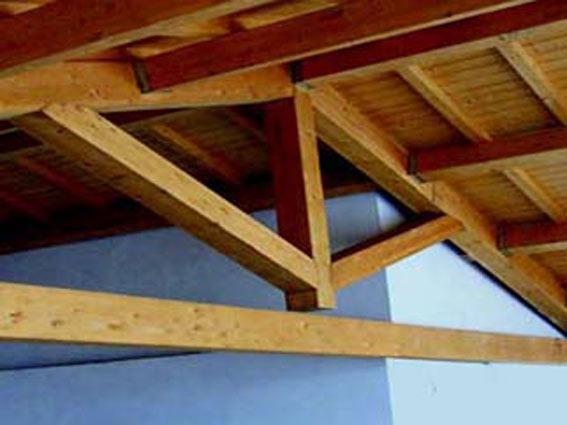 struttura-del-tetto-in-legno-carpi